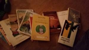 תרומת ספרים נהדרת לספריית הקורא העברי ממיכל ויוסף ממונצי